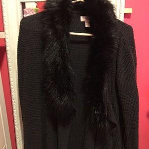 Sweater wit faux fur collar